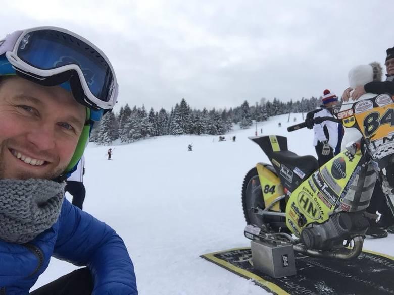 Martin Smolinski w górach zamienił narty na motocykl.