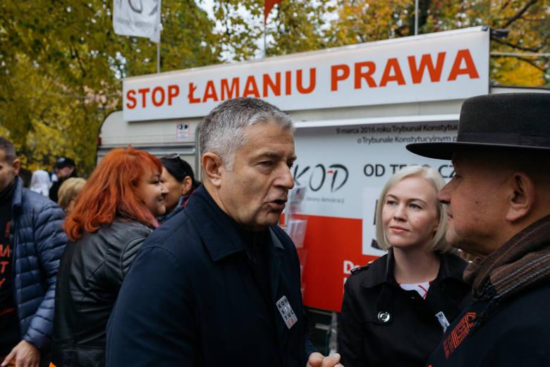 Warszawa: Pikieta lekarzy rezydentów przed KPRM. Protesty także w innych miastach [ZDJĘCIA] [WIDEO]