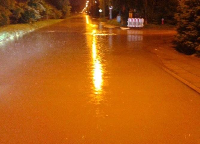 Ul. Korzeniowskiego zalana po burzy. Czwarty raz w ciągu miesiąca (zdjęcia)