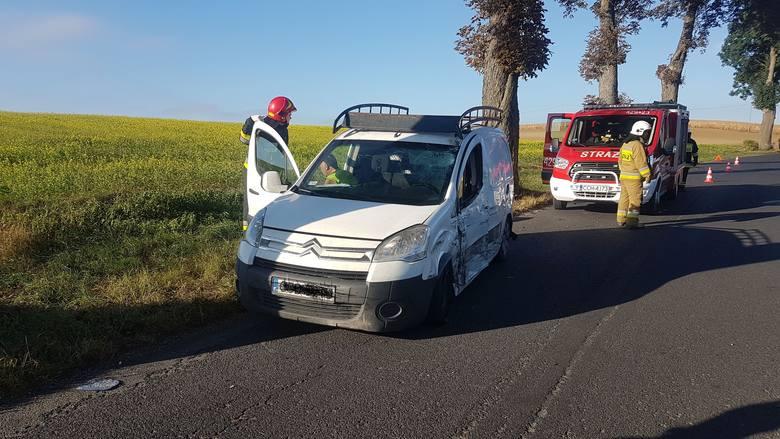 Wczoraj rano o godz. 8 w Bajerzu zderzyły się dwa samochody - dostawczy iveco  turbo daily i osobowy citroen berlingo. Po zdarzeniu samochody stały w