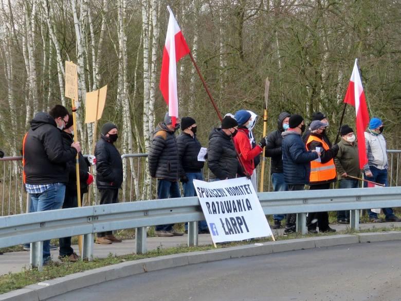 Protest w Policach. Wyszli na ulicę, bo nie jest im obojętny los Łarpii