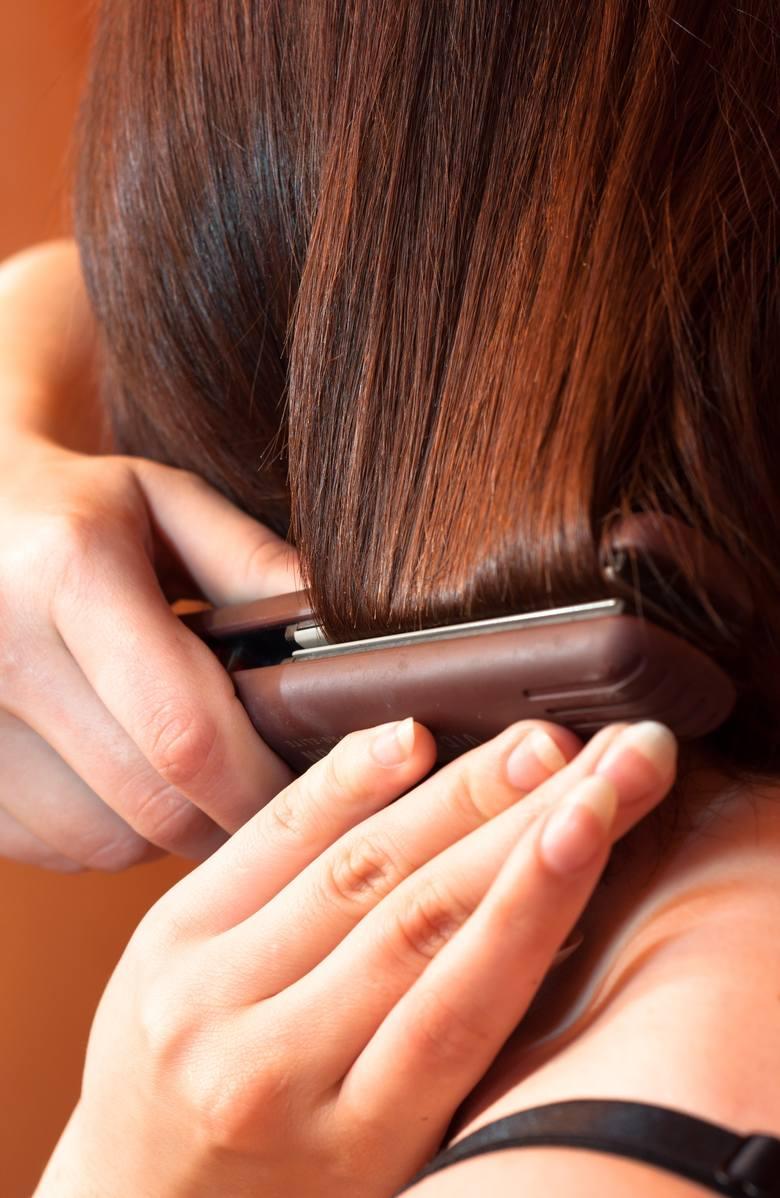 Jaką lokówkę do włosów wybrać? Jakie są rodzaje lokówko-suszarek? Najlepsze lokówki - czym się różnią, którą warto kupić?