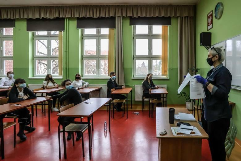 Matura 2021. Język polski ARKUSZE CKE: Przecieki, pytania, rozwiązania, odpowiedzi. Co było na maturze z polskiego? [4.05.2021]