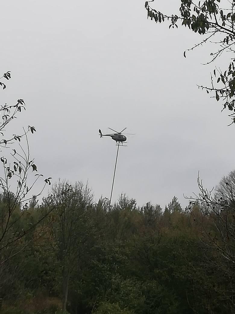 W okolicach Czudca śmigłowiec MD500 przycinał dziś drzewa przy użyciu podwieszonej specjalistycznej piłyZdjęcia otrzymaliśmy od pana Pawła. Dziękujemy!ZOBACZ
