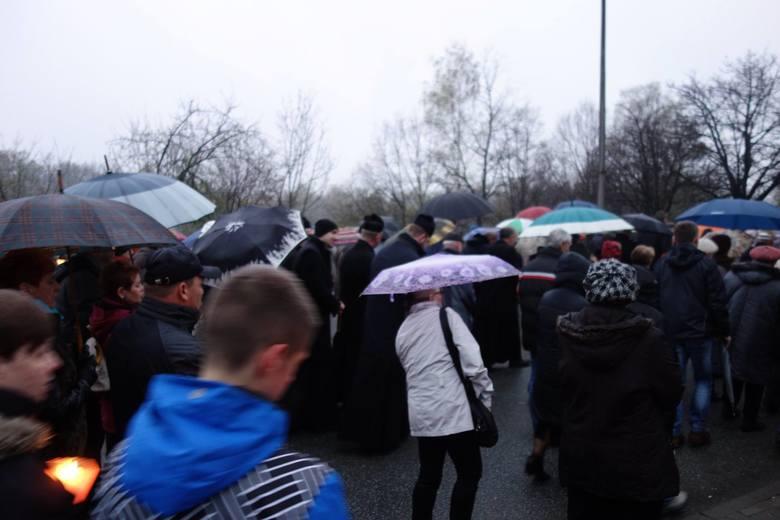 Tłumy mieszkańców na drodze krzyżowej w Jastrzębiu
