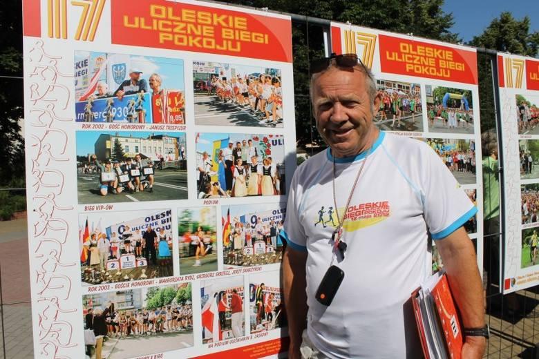 Na deptaku przy ulicy Pieloka można oglądać plenerową wystawę z fotografiami z organizowanego od 1995 roku biegu ulicznego w Oleśnie. Autorem plenerowej