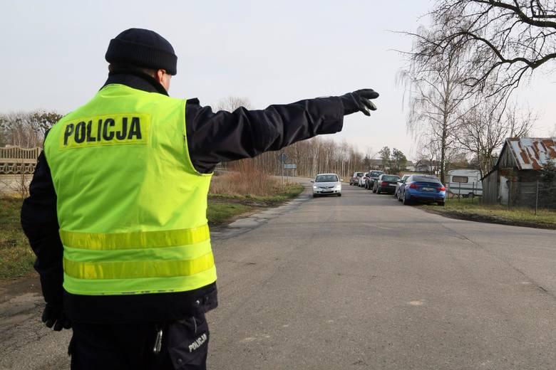 Cofnięcie licznika w samochodzie. Policja sprawdza stan licznika podczas kontroli drogowej. Kary za cofanie licznika - od kiedy? 15.01.2020