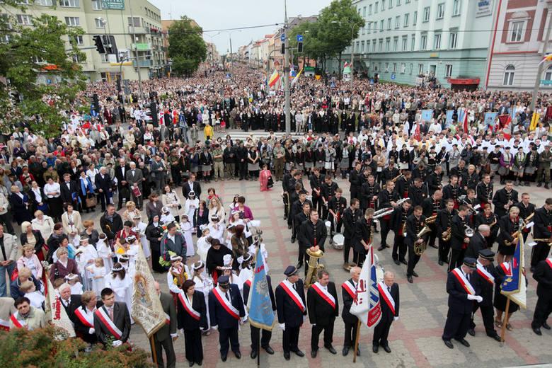 Boże Ciało 2012. Gigantyczne tłumy na procesji [WIDEO, FOTO]