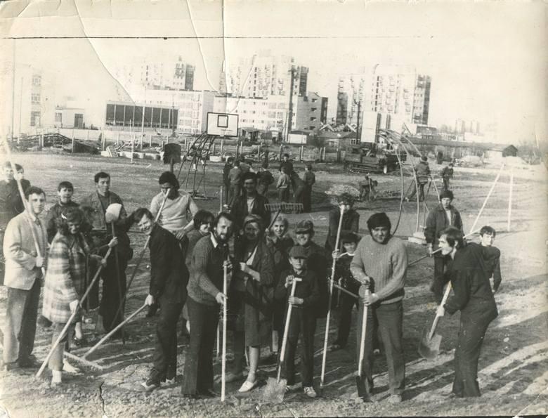 Pracownicy LSM pracują w czynie społecznym, ul. Krasińskiego 9.