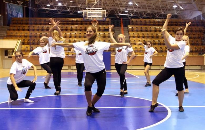 Tańczące z Wilkami - dzięki nim przerwy w meczach koszykarzy będą gorące