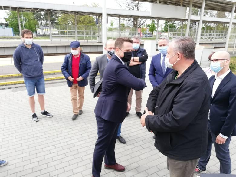 Podczas konferencji padło, między innymi pytanie o styl i pomysł na kampanię wyborczą Rafała Trzaskowskiego i o spadające - jak wynika z ostatnich sondaży