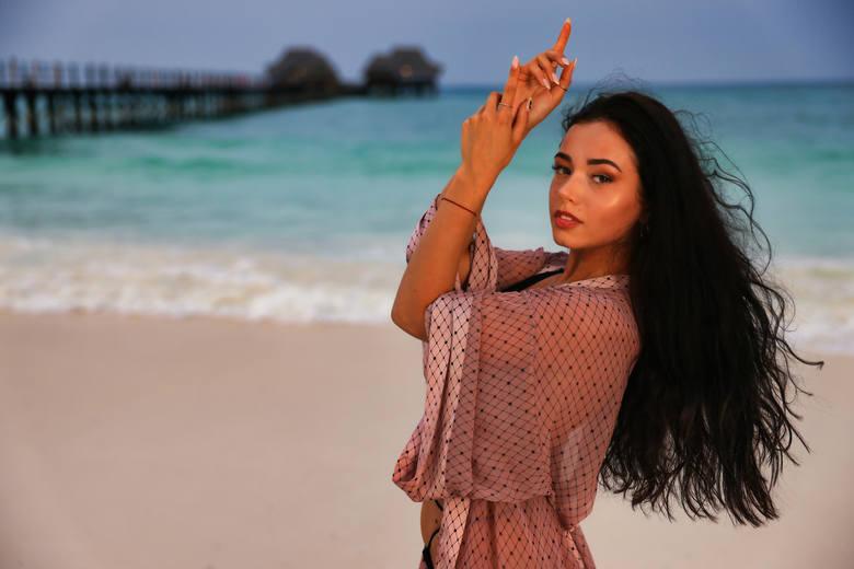 W rajskim hotelu zameldowała się nowa uczestniczka Kara, której uroda oczarowała wszystkich mężczyzn