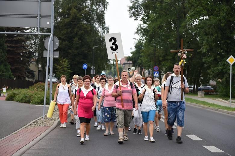 W pierwszym dniu wędrówki na Jasną Górę, pielgrzymi pokonali najbardziej wymagający odcinek Rybnik-Gliwice
