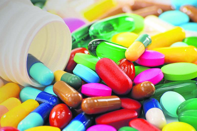 Źle dobrane leki to wielkie zagrożenie. Specjalista ostrzega przed suplementami i innymi lekami...