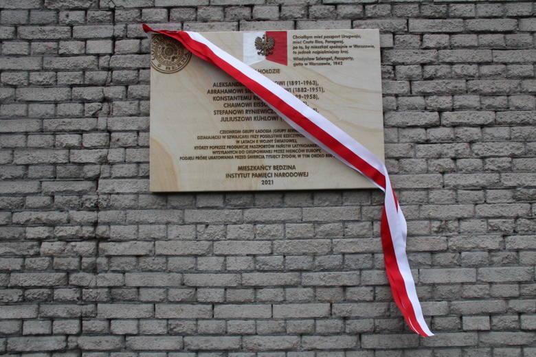 Uroczyste odsłonięcie tablicy upamiętniającej Grupę Ładosia w Będzinie Zobacz kolejne zdjęcia/plansze. Przesuwaj zdjęcia w prawo - naciśnij strzałkę