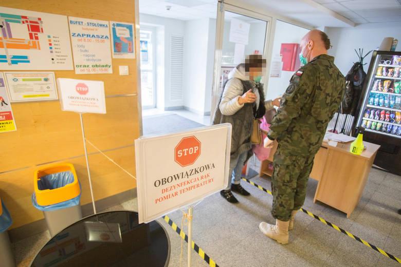 Żołnierze WOT wspierają słupski szpital (zdjęcia)
