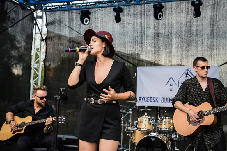 Za nami kolejny plenerowy koncert nad Balatonem. W sobotę na bydgoskich Bartodziejach wystąpili Anna Hantowicz oraz rockowy zespół BANAU. Podczas dzisiejszego