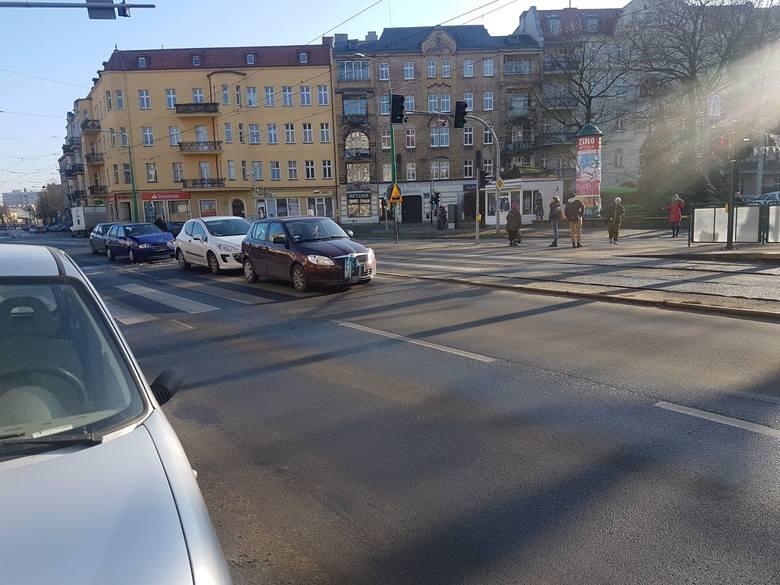 W piątek, około godz. 10.30 przed przejściem dla pieszych przez ulicę Grunwaldzką zderzyły się trzy samochody.