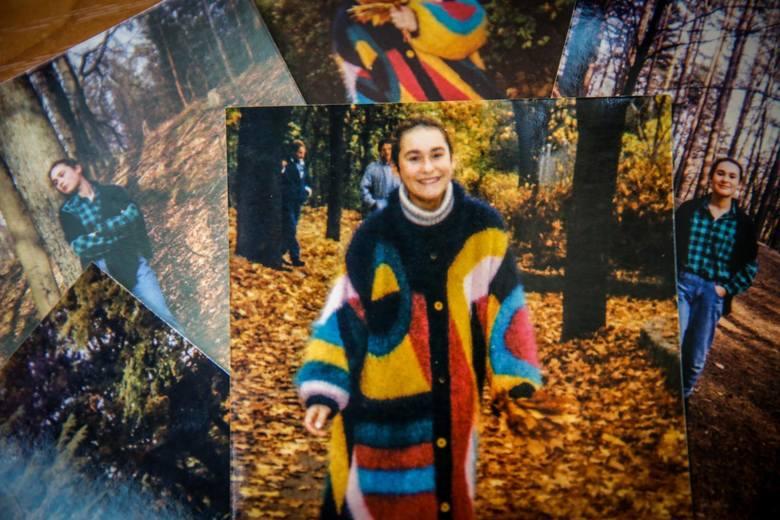 Daria Reluga - ładna, mądra, wysportowana dziewiętnastolatka, miała pełno planów na życie. Zginęła 4 sierpnia 1995 roku w lesie na granicy Gdańska i Sopotu. Jej zabójca do dziś pozostaje bezkarny<br />