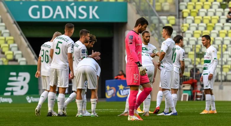 Kto w Lechii Gdańsk może grać dłużej, a kto może wkrótce odejść? Do kiedy są ważne kontrakty wszystkich piłkarzy Lechii i trenera? [galeria]