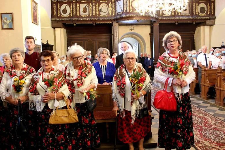 8 września w kościele w Koniemłotach miał miejsce odpust parafialny połączony z dziękczynieniem za plony i pracę na roli. W świątyni pojawiło się wielu