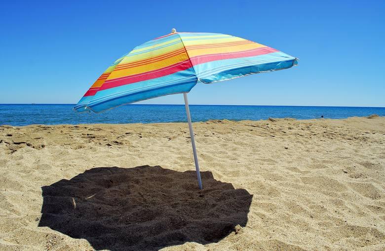 Ile zarobisz w wakacje? Porównaj stawki na popularnych stanowiskach