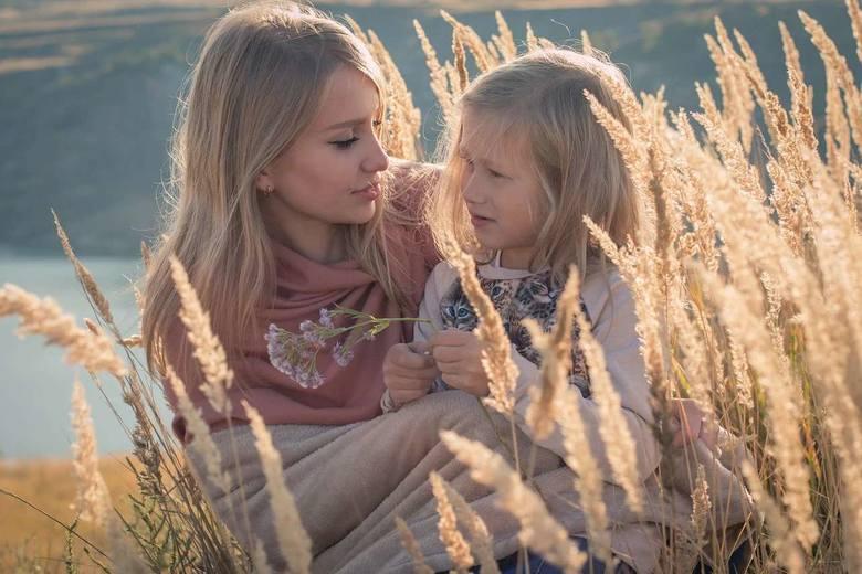 Alicja to doskonałe matki, wychowują mądre dzieci, czują się odpowiedzialne za los swojej rodziny i przyjaciół. Są zbyt szczere. Najważniejsza cecha