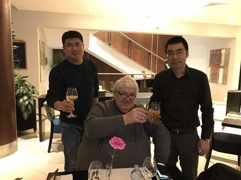 Nicolas Burhenne (w środku) sprowadził do Wrocławia dwóch inwestorów z Chin