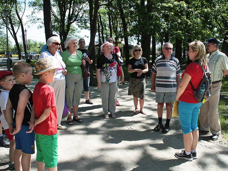 Zwiedzanie z przewodnikiem Parku w GrudziądzuO historii Parku opowiadała Anna Tynkiewicz - Hinz