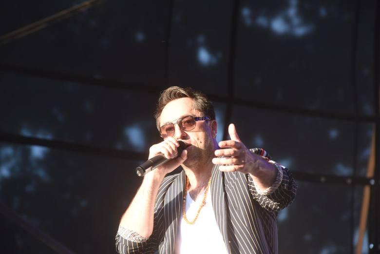 """Marcin Miller i zespół """"Boys"""", twórcy hitu """"Jesteś szalona"""" otrzymują za koncert nawet 25 tys. złotych."""
