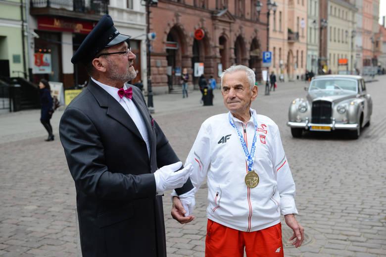 W środę 111 lat skończył Stanisław Kowalski, nie tylko najstarszy Polak, ale i najdłużej żyjący mężczyzna w historii naszego kraju. W wieku 104 lat rozpoczął