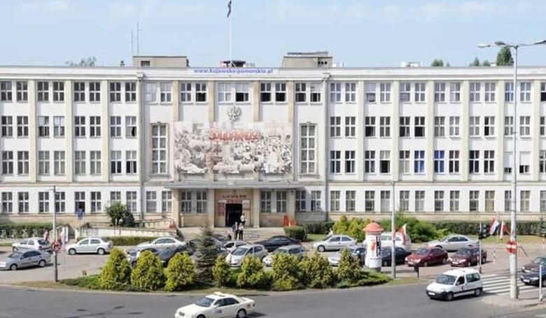 Dziś prezentujemy średnie wynagrodzenie zasadnicze na wybranych stanowiskach Urzędu Marszałkowskiego w Toruniu. Pomoc administracyjna zarabia 2 022,17