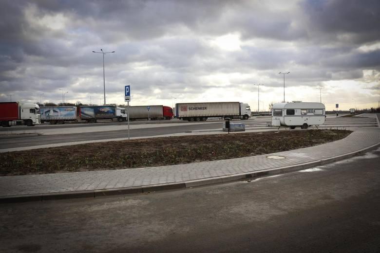 Przy czterech miejscach obsługi podróżnych - czyli dużych parkingach na dolnośląskim odcinku drogi ekspresowej S5 z Wrocławia do Poznania wreszcie powstaną