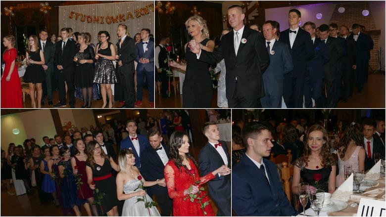 Uczniowie I LO w Żninie bawili się w Ośrodku Wczasowym w Ostrówcach. Poloneza zatańczyli uczniowie pięciu klas: 3a (wychowawca Agnieszka Grajek), 3b