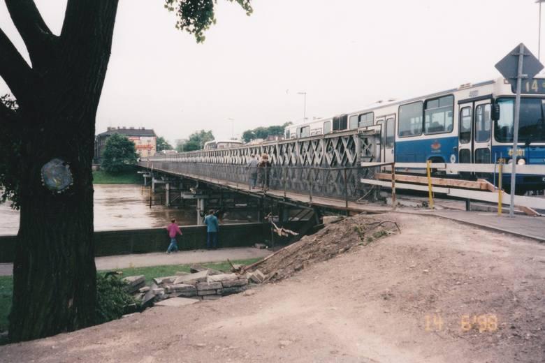 Tymczasowy most wojskowy Lajkonik służył krakowianom podczas...