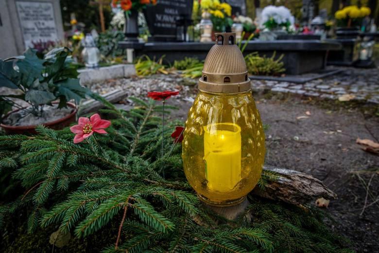 Gdańsk, 31.10.2018 r.1 listopada 2019 roku  na pomorskich cmentarzach rozbłysną światła zniczy. To właśnie wtedy przychodzimy na groby zmarłych po to,