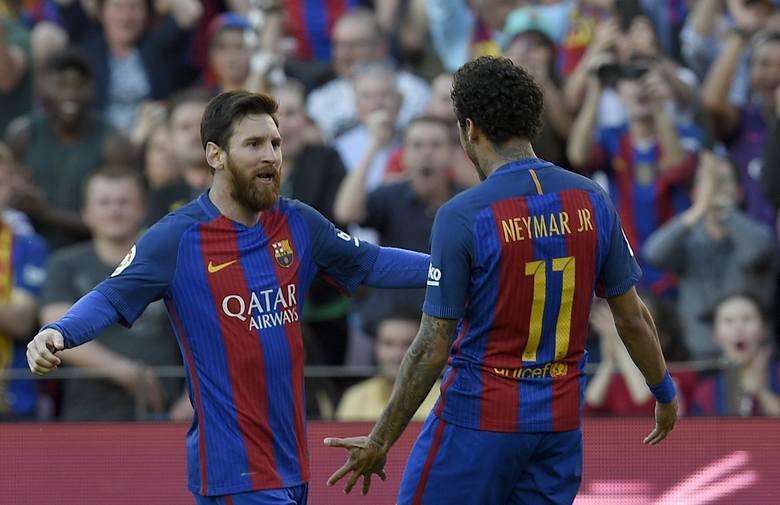Najdrożej sprzedanym piłkarzem (222 mln euro) pozostaje Neymar. Rekord mógłby pobić Lionel Messi, gdyby pozwolono mu odejść ostatniego lata z Barcel