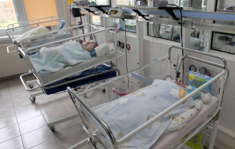 Najstarszy tata pobierający zasiłek na opiekę nad noworodkiem i najstarsze mamy korzystające z urlopu macierzyńskiego