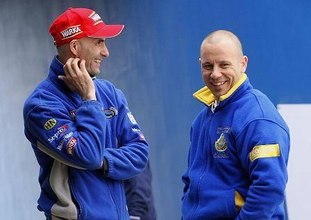 Liderzy Caelum Stali: Tomasz Gollob (z lewej) i Nicki Pedersen nie tracą dobrego humoru. Obydwaj są pewni, że w Toruniu pójdzie im lepiej niż w ostatnią