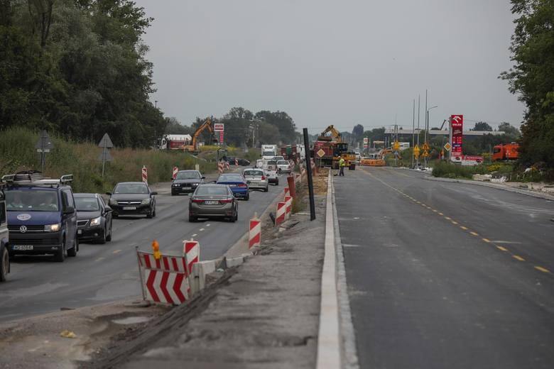 Kraków. Igołomska na półmetku. Od dziś kilometr jazdy po nowej drodze