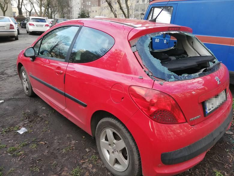 Ktoś szedł ulicami Niebuszewa i niszczył auta, a potem okradał