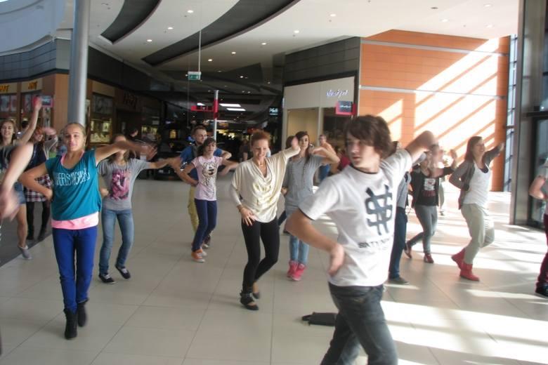 Flashmob w Karolince. 30 osób zatańczyło Endless summer