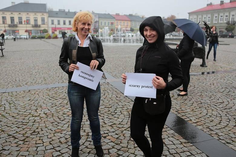 Czarny protest w Skierniewicach [ZDJĘCIA]