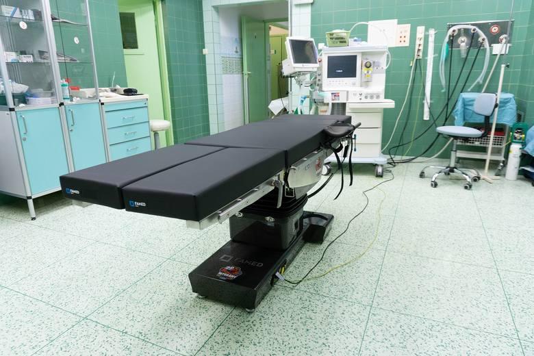 Nowoczesny stół operacyjny pokryty włóknem węglowym służby już w szpitalu w Częstochowie