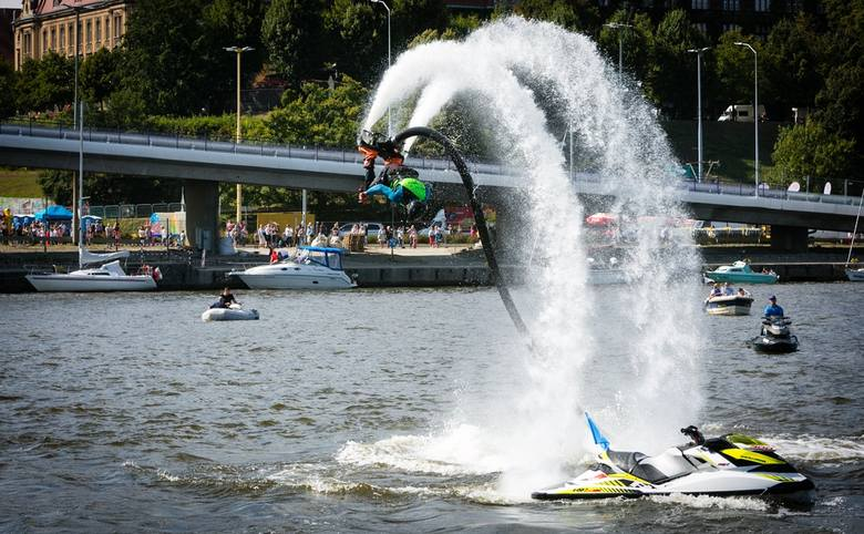 Water Show na Pyromagic 2019! Znów zobaczymy widowiskowe skoki z Trasy Zamkowej do Odry