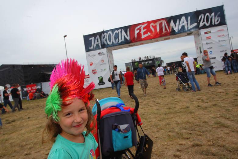 Po reaktywacji festiwal nadal przyciąga do Jarocina tysiące młodych ludzi z całej Polski.