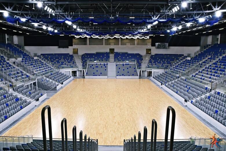 """Można głośno powiedzieć """"Nareszcie"""". Tak wygląda hala Radomskiego Centrum Sportu przed odbiorami. Dziś Miejski Ośrodek Sportu i Rekreacji"""
