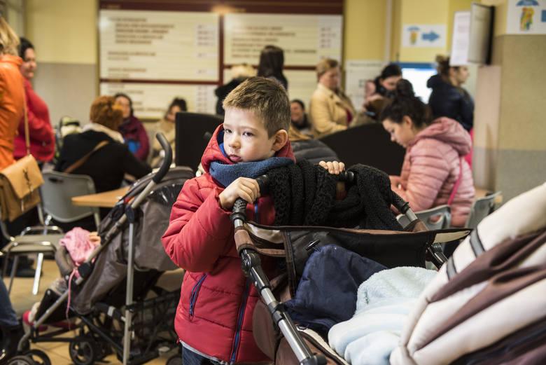 Od dziś można składać wnioski o otrzymanie wsparcia finansowego w ramach programu Rodzina 500 plus. W Toruniu dokumenty można złożyć w kilku miejscach,
