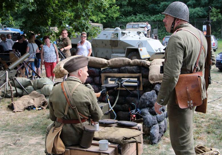 Fani militariów pojawili się też w Forcie Wielka Księża Góra. Zaproponowano m.in. wystawy: broni palnej, pojazdów militarnych, modeli militarnych Grupy