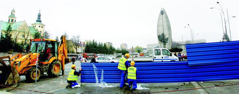 Bernardyni zamknęli największy parking w centrum Rzeszowa. Miasto kieruje na trzy parkingi